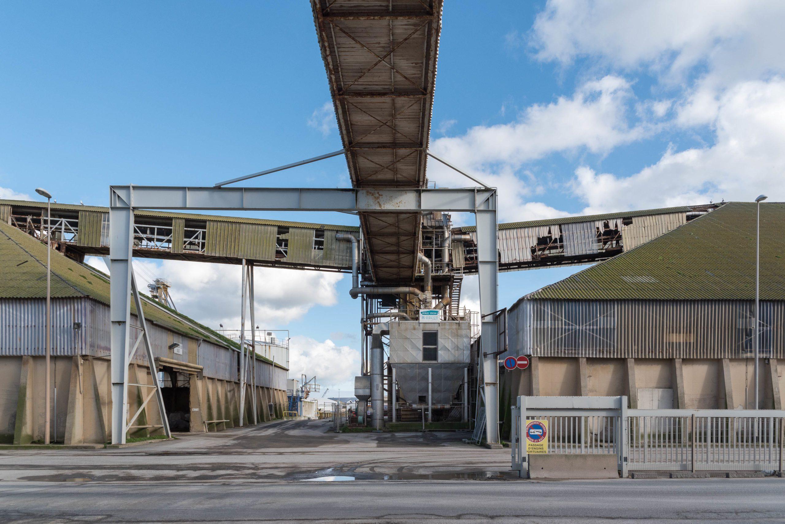 Hangar de stockage de la Timac Agro, du groupe Roullier, à Saint-Malo - Photo : Jean-Philippe Corre - Splann !